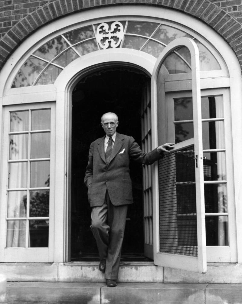 Sinclair Lewis at the door to his home in Duluth, 1944
