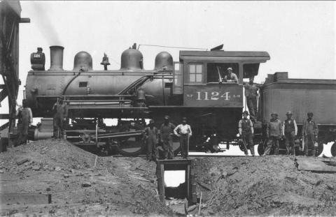 Crew and Northern Pacific Engine 1124, Dilworth, Minnesota